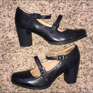 Size 9 Clarks Artisan Black Leather Strappy Pumps